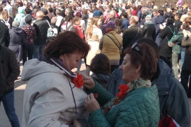 Тюменцы в центре города танцуют «Вальс Победы»