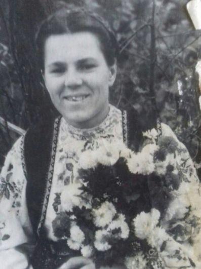 Светлана Лазебная, обозреватель «АиФ-Юг»: Евдокия Павловна Якимова (Лысенко). (1926 - 1993). Моя бабушка родом из Северской. Пережила оккупацию. Немцы гоняли станичников на работы, за отказ убивали. Бабушка домашним заявила, что не будет работать на врага. Талантливо изображала смертельно больную. И она, хотя не воевала - противостояла. Моя бабушка - в моем личном бессмертном полку.