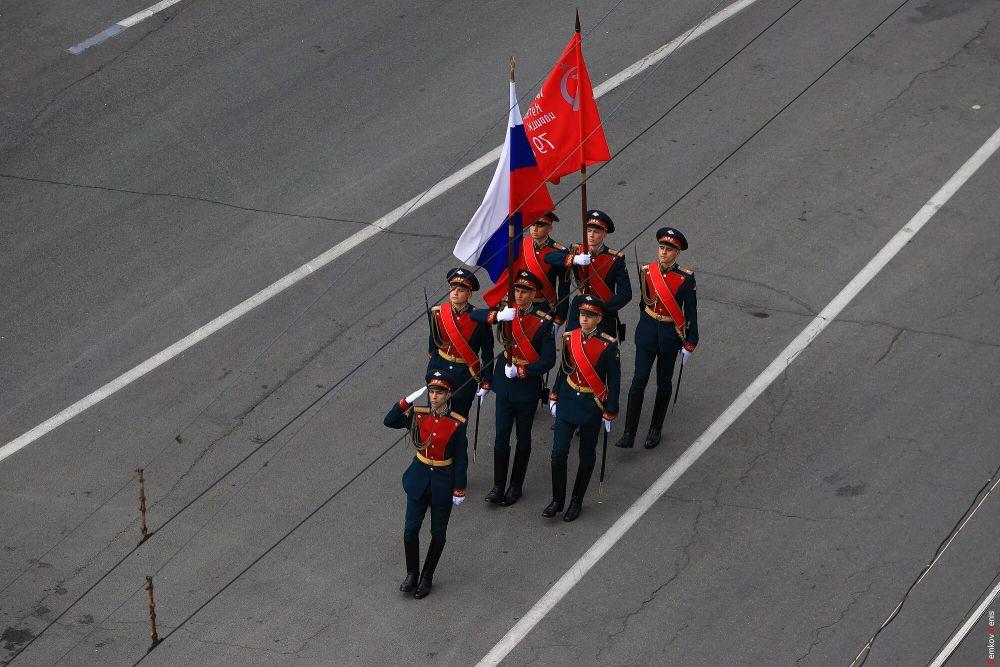 На Театральной площади состоялся Парад Победы, посвященный 73-й годовщине Победы в Великой Отечественной войне 1941-1945 годов.