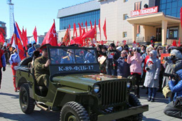 Митинг, по традиции открыл ветеран Великой Отечественной войны Николай Тимофеевич Шакуров, на площадь он въехал на автомобиле.