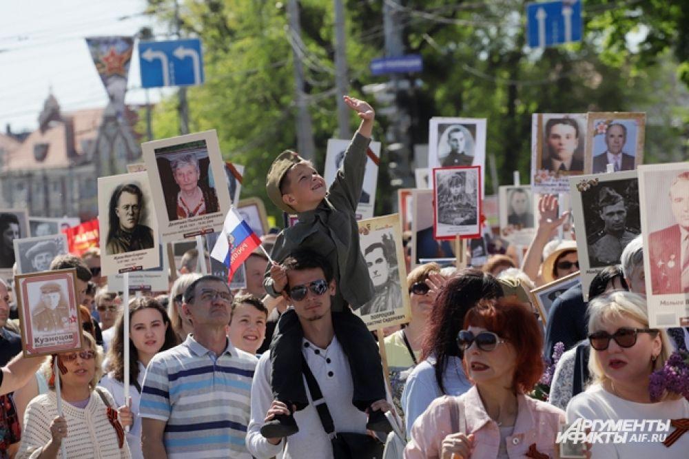 """Акция """"Бессмертный полк"""" в Калининграде."""