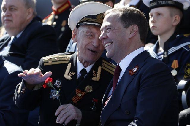 Медведев показал собственных дедов-фронтовиков