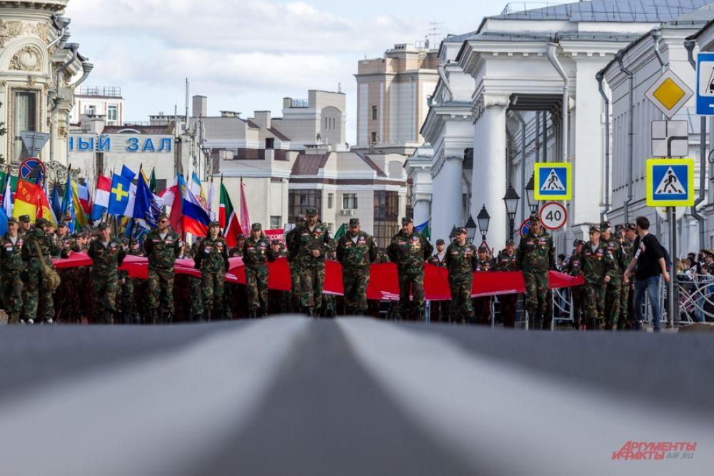 В Татарстане в шествиях Бессмертного полка участвовали 353 тысячи человек.