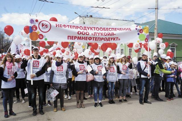 Своё шествие нефтяники посвятили Году добровольца.