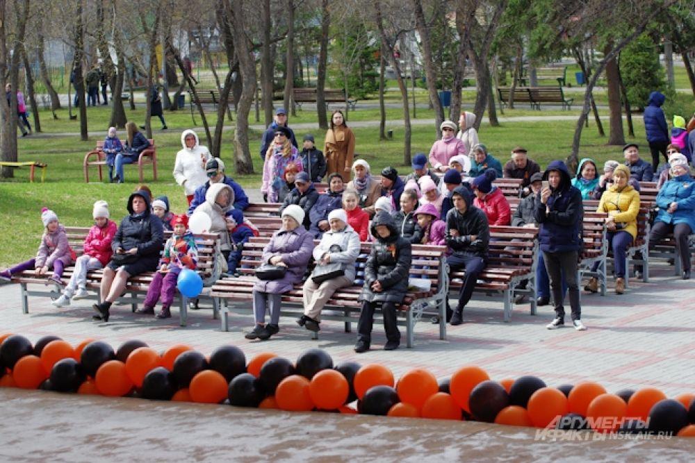 Администрация парка организовала там традиционный праздничный концерт.