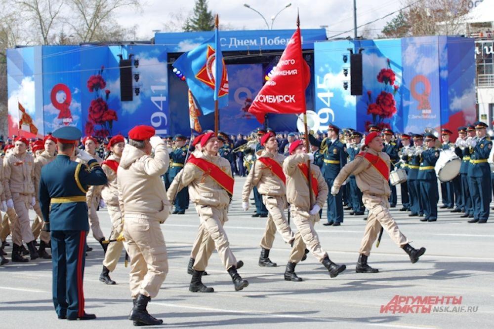 Новосибирцам продемонстрировали около 40 боевых машин.