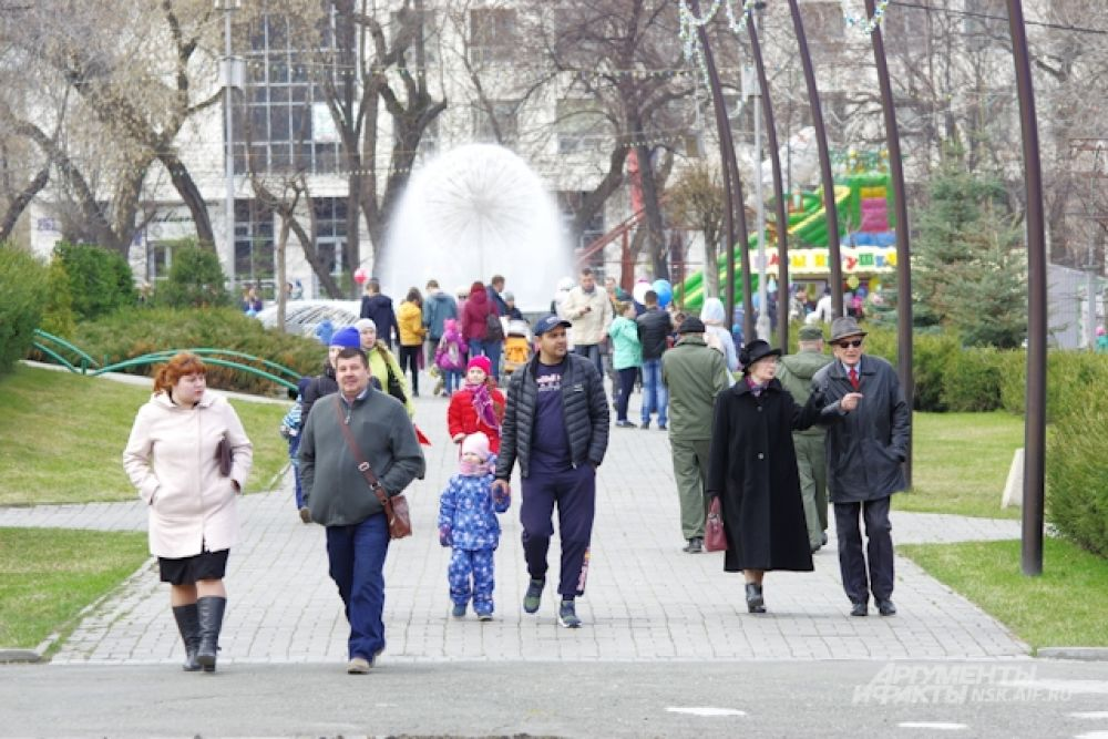 Тем временем, в парке имени Кирова в Ленинском районе Новосибирска тоже было многолюдно.