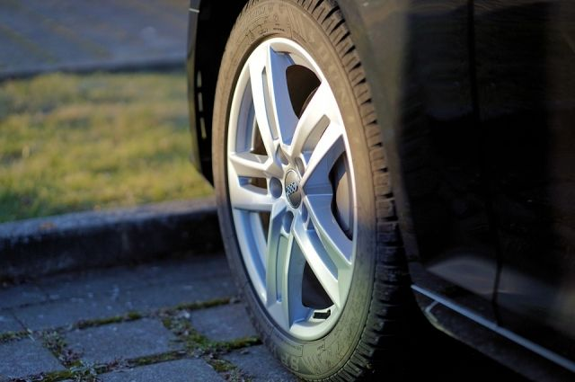 За удар кулаком по чужому автомобилю калининградцу грозит 2 года тюрьмы.