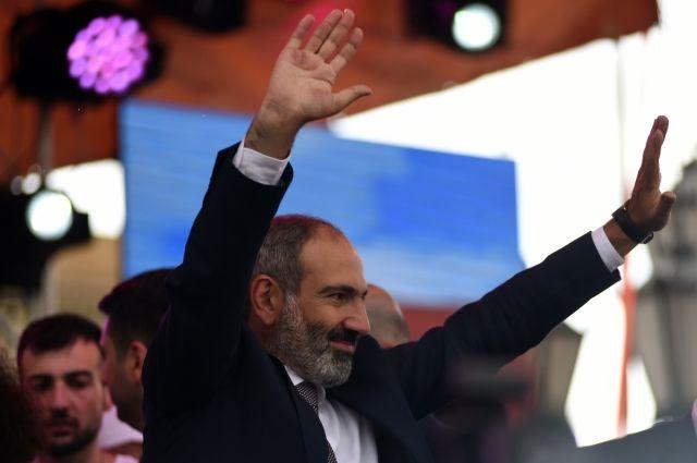 Пашинян предложил освободить отдолжности начальника милиции и руководителя СНБ