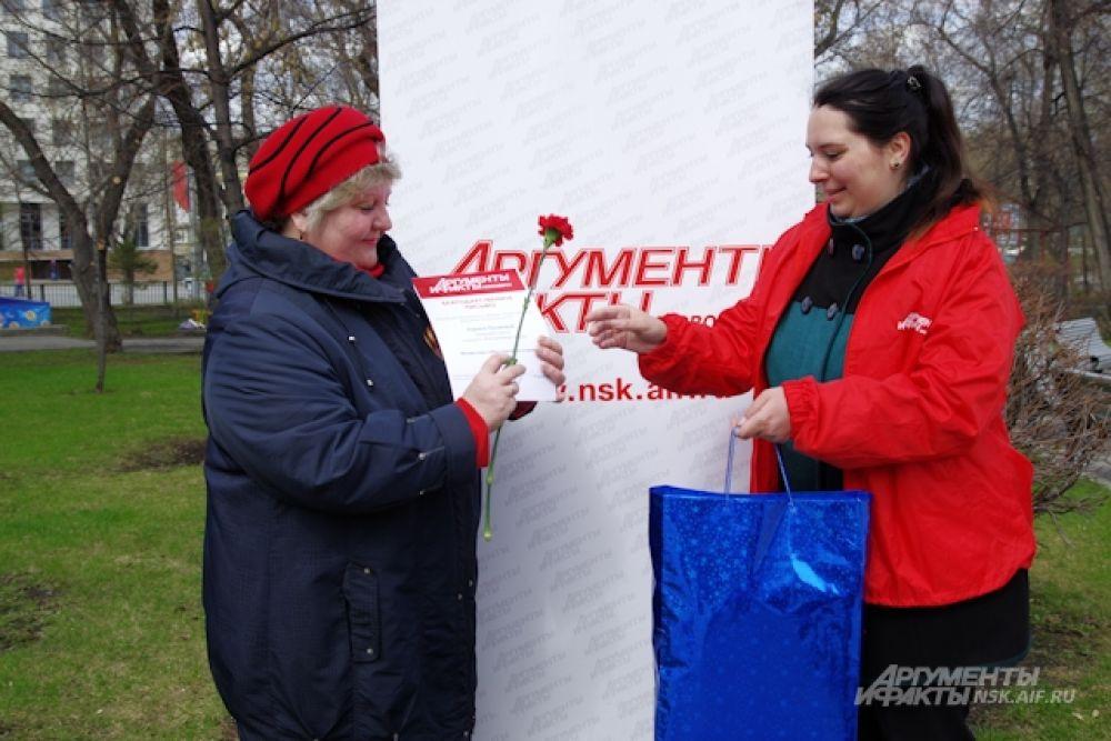 Награждение Ларисы Поляковой, которая заняла второе место.