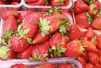 Ростовчане пока все больше любуются ягодой, чем покупают.