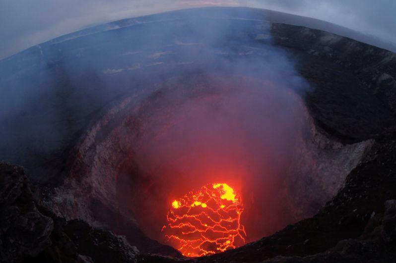 Килауэа считается одним из самых активных вулканов в мире, за последние десять лет он извергался пять раз.