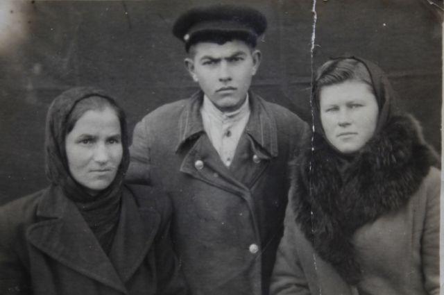 Катя Иванова (справа) стала Фатимой.
