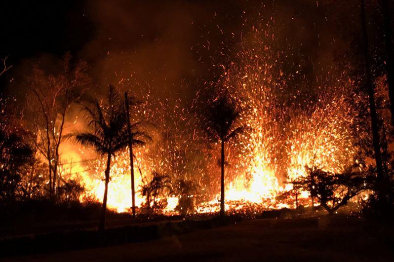 В некоторых местах лава выбрасывалась на высоту около 70 метров.