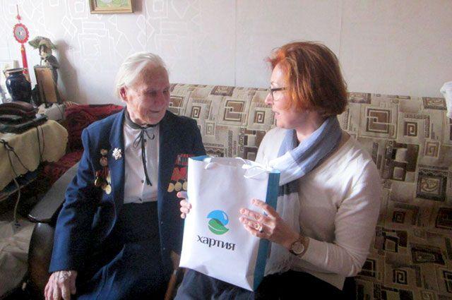 Накануне 9 Мая сотрудники компании «Хартия» поздравили ветеранов войны и тружеников тыла.