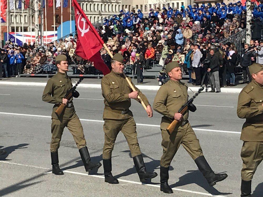 День Победы в Ханты-Мансийске начался с поздравления официальных лиц и Парада.