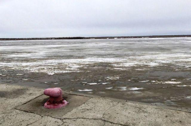 Река Иртыш в районе Речпорта в Ханты-Мансийске
