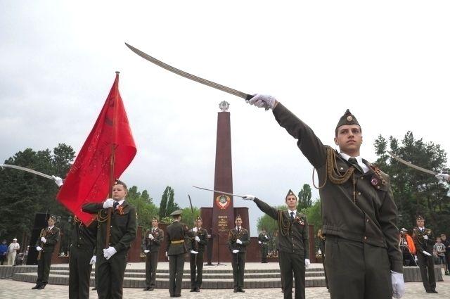 В Пятигорске в преддверии праздника привели в порядок парк Победы.