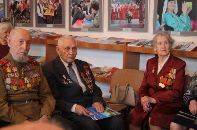 В совете ветеранов Казани ветеранов поздравили с Победой.