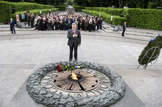 «Капитуляция с участием Порошенко». Как на Украине отметили День Победы