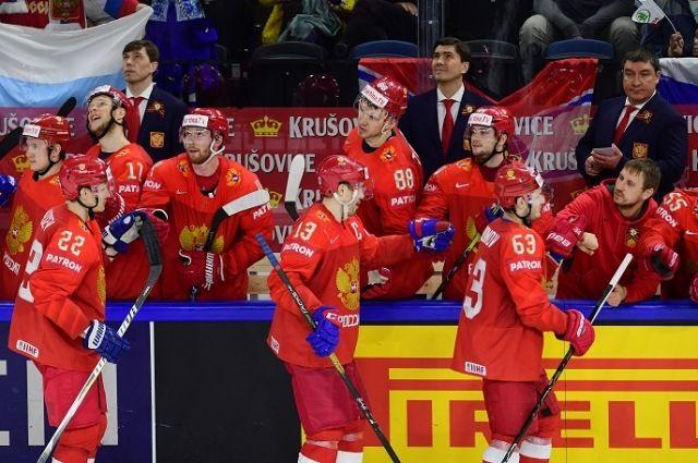 Игроки сборной России Никита Зайцев, Павел Дацюк и Евгений Дадонов (слева направо на первом плане).