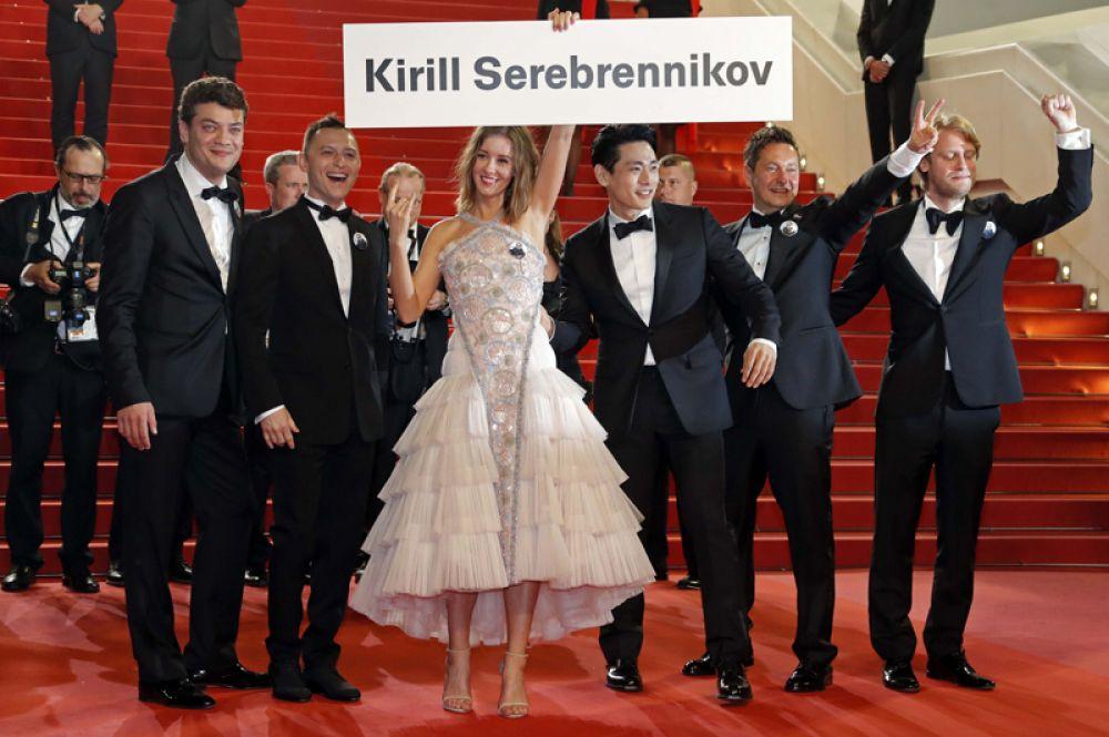 Актеры фильма «Лето» Ирина Старшенбаум, Тео Ю и Роман Билык перед показом фильма Кирилла Серебренникова в Каннах.