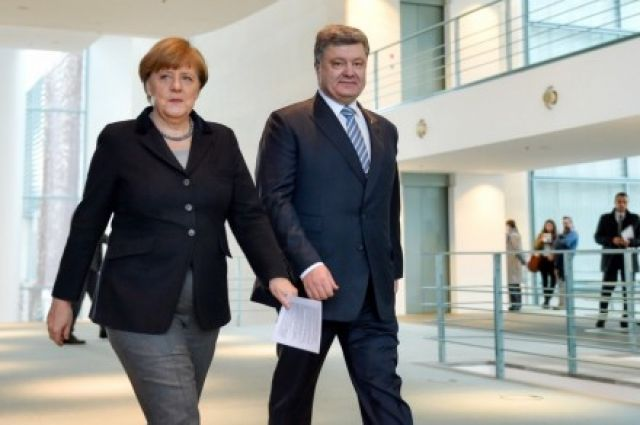 Порошенко обсудил сМеркель иМакроном антироссийские санкции
