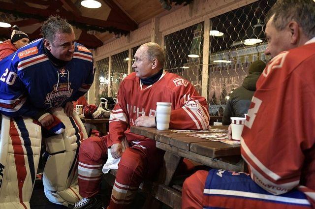 Путин вышел на лед в гала-матче Ночной хоккейной лиги в Сочи