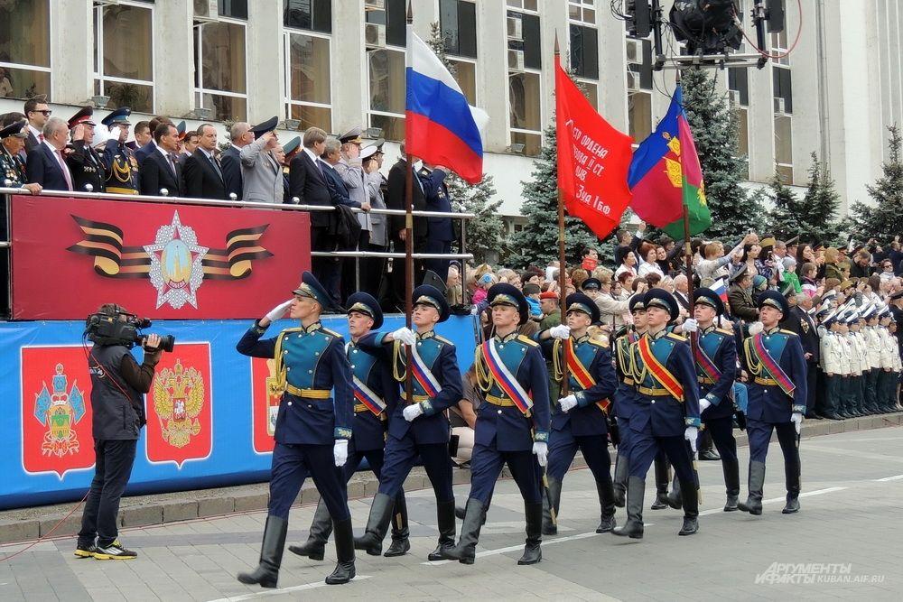 Знаменная группа Краснодарского высшего военного авиационного училища летчиков.