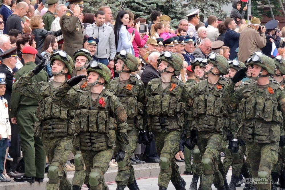 Курсанты Краснодарского высшего военного училища имени Штеменко в экипировке «Ратник».