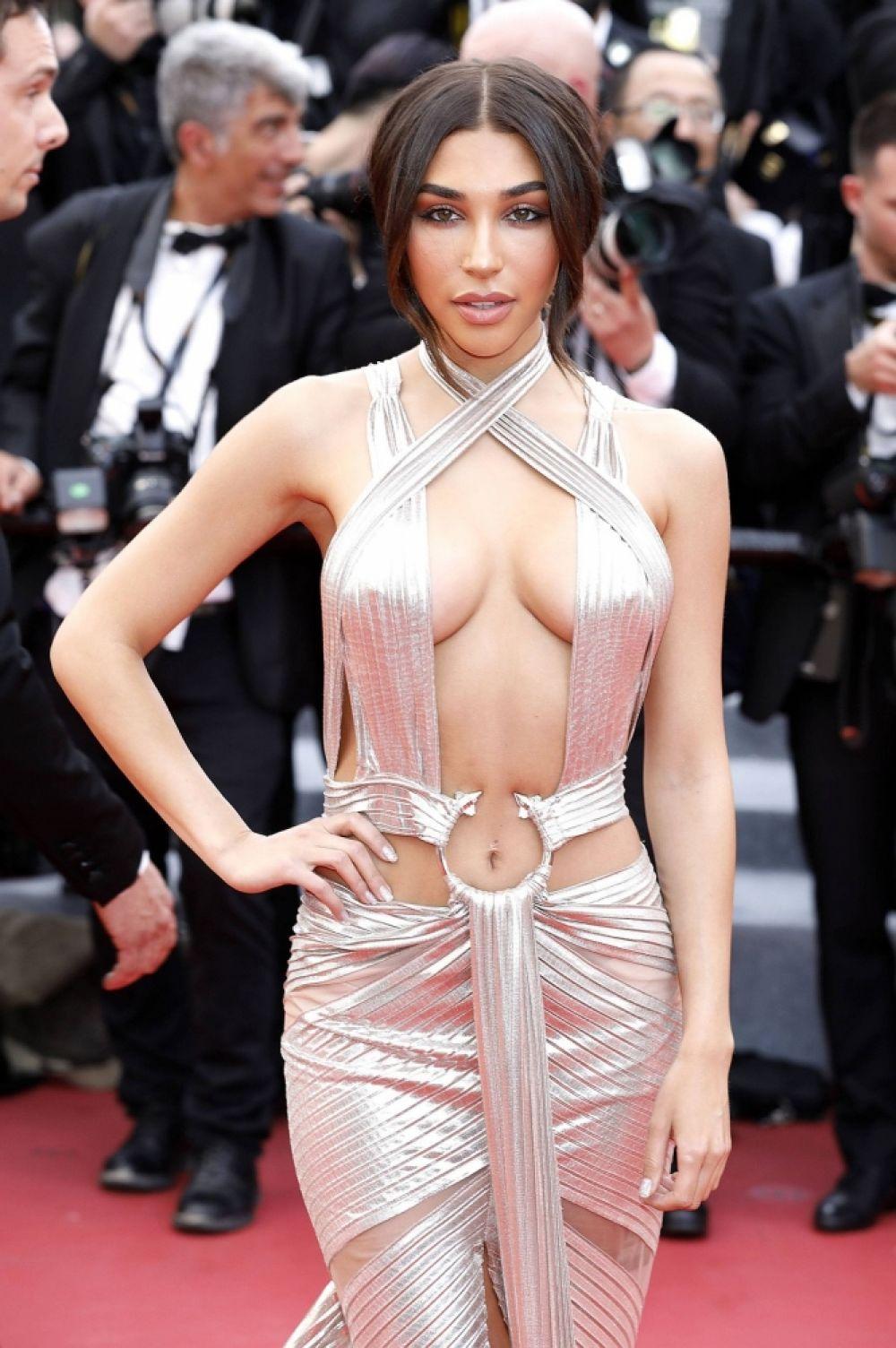 """А вот наряд актрисы Шанталь Джефриз уже назвали """"самым неприличным нарядом Канн"""". Все потому, что платье полностью противоречит дресс-коду фестиваля и и оголяет тело сверх меры."""