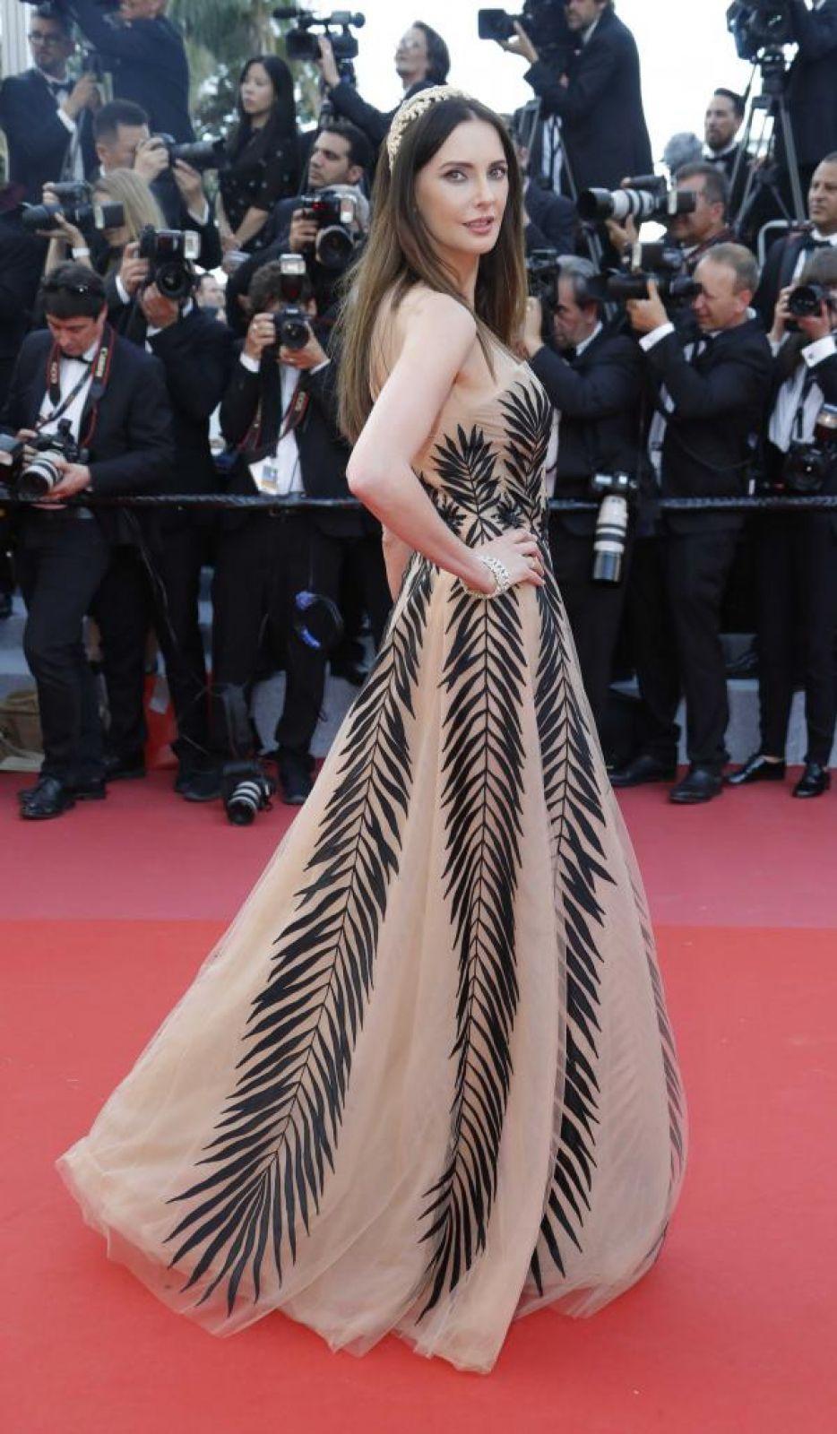 А вот французская актриса Фредерик Бель решила, видимо, платьем с пальмовыми ветвями навлечь на себя удачу на Каннском фестивале.