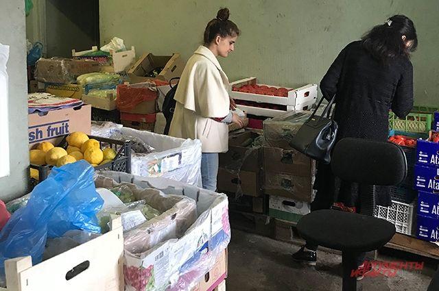 Каждый закупщик на базе слышит «свою» цену на овощи.