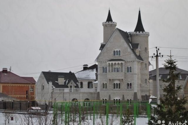 Монарх Баварский судорожно курит: вЧелябинске реализуют «Нойшванштайн»