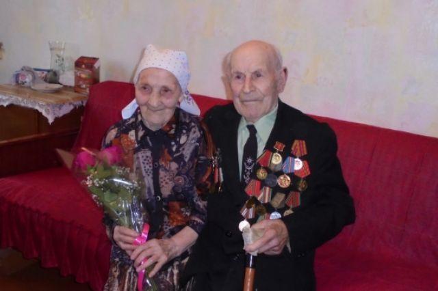 Ларины вместе 71 год.