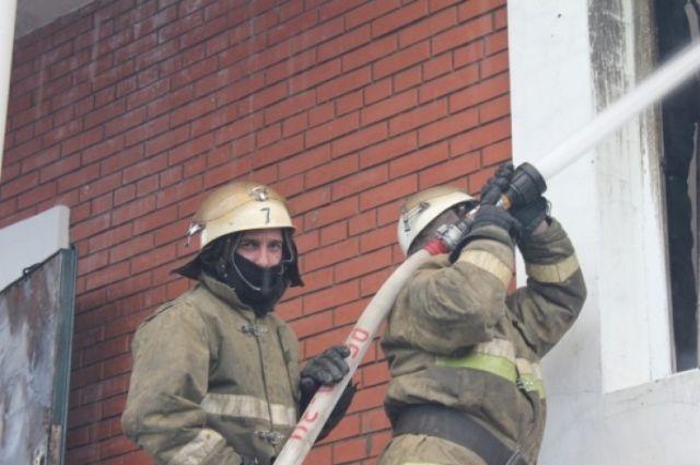 Пожарным о ЧП сообщили поздно.