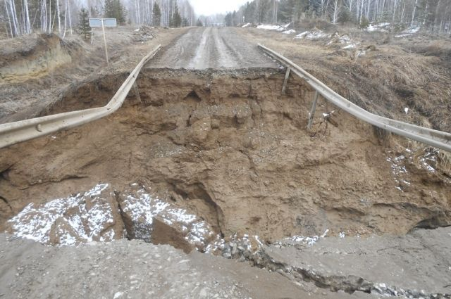 Мост обвалился в конце апреля.