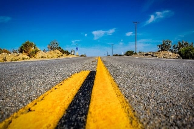 Технология хоть и передовая, но на дороге разметка быстро стирается.