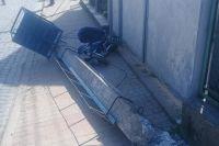 В Закарпатской области на женщину с ребенком рухнул электрический столб
