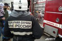 Жильцы успели покинуть горящее здание ещё до приезда пожарных.