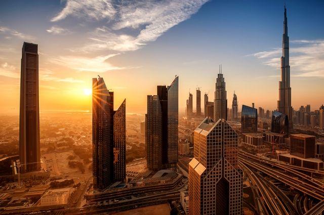 Пожар уничтожает небоскреб вДубае— Адские кадры