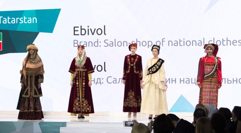 """Галерея """"Эбиволь"""" из Казани представила новый взгляд на национальную одежду."""