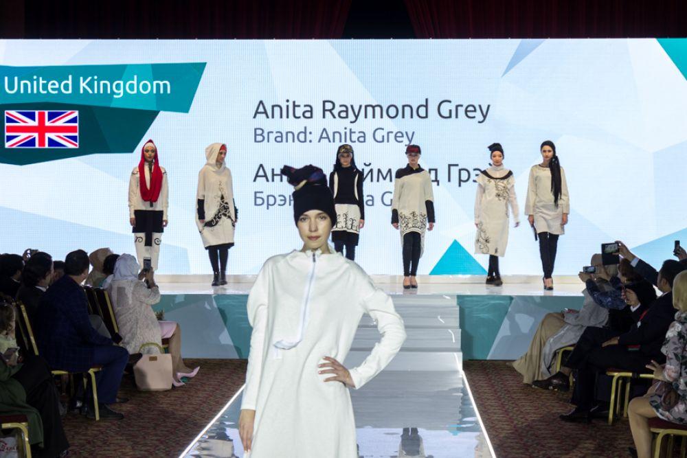 Английские дизайнеры видят мусульманок вот такими. Даже закрытую одежду можно носить со вкусом.