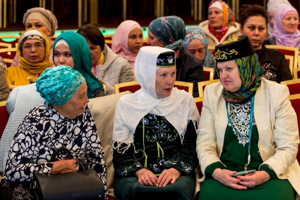 Казанские мусульманки предпочитают национальный стиль в одежде.