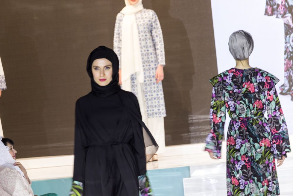 От традиционного черного, принятого в арабских странах, до ярких нарядов.