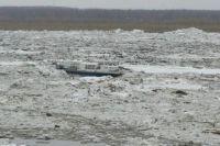 Дрейфующее судно на Иртыше