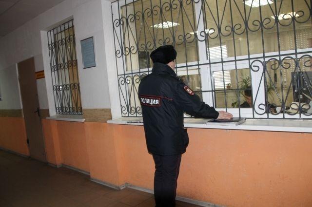 Задержанного доставили в отдел полиции.