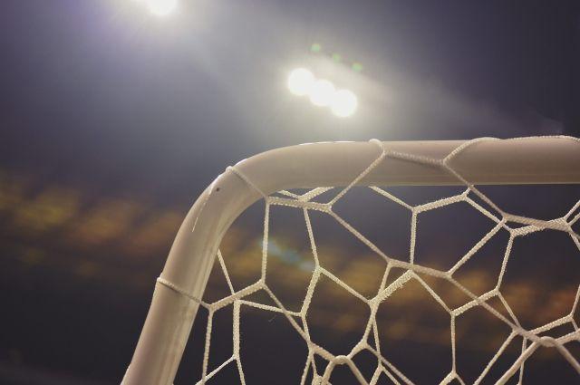 Футбольные ворота упали на мальчика