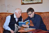 Многим пожилым людям не хватает общения.