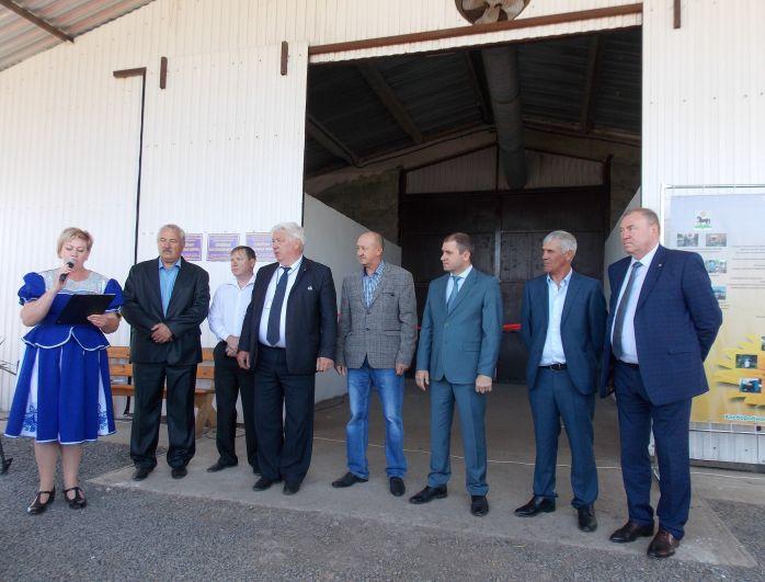 В нем принял участие министр сельского хозяйства Ростовской области Константин Рачаловский и другие официальные лица.